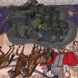 KEEN Camouflage Sandals Sz 3